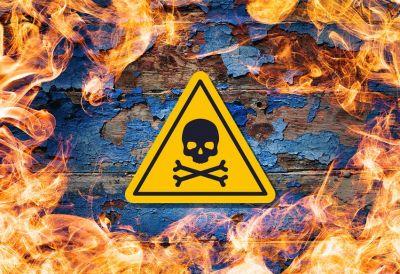 Spalanie desek pokrytych bejcą, impregnatem, farb